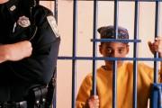 انسان شناسی جرم شناختی و تحلیل مفهومی برچسب جرم در رویکرد پسااستعماری، کانیبالیسم و نژادی کردن جرم