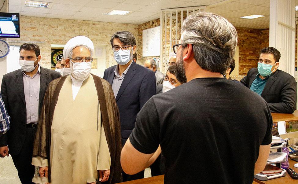 حضور دادستان کل کشور در ندامتگاه تهران بزرگ / استقرار ۲ دادیار دادسرای دیوان عالی کشور جهت شناخت دقیق مسائل و مشکلات زندانیان