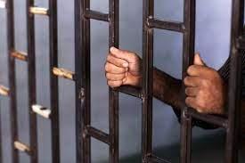 دیدار مدیر زندان شیراز با زندانیان با هدف رفع مشکلات حقوقی و قضایی
