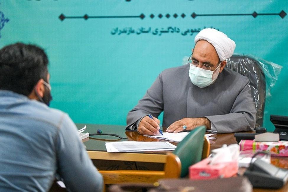 بررسی ۶۵ پرونده قضایی در دیدار مردمی رئیس کل دادگستری استان مازندران